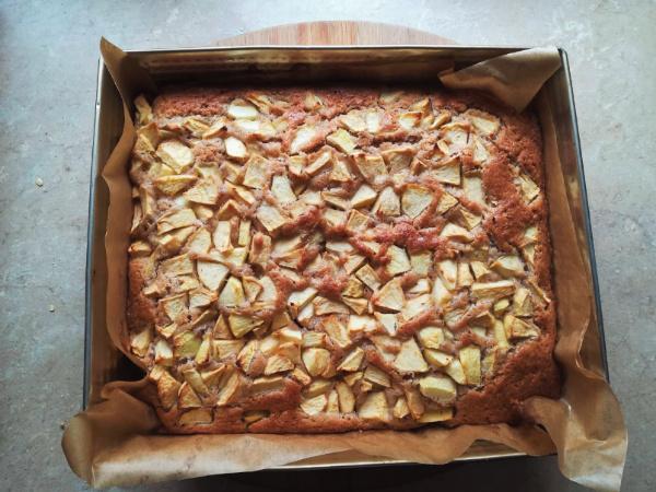 przepis na ciasto cynamonowe z jabłkami